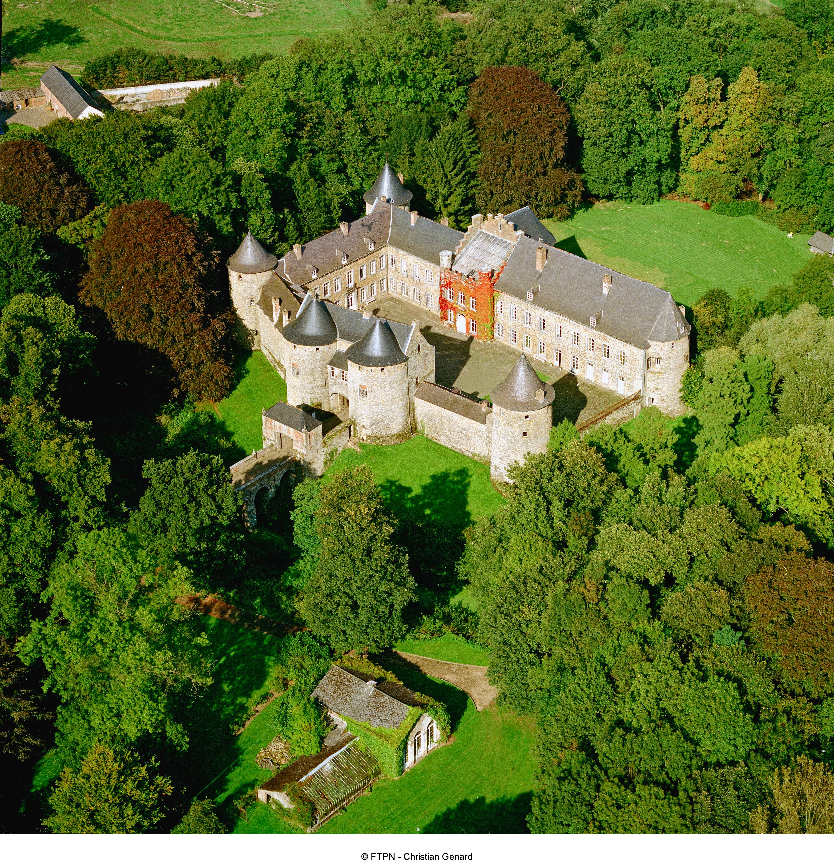 Corroy-le-chateau - Chateau féodal - Vue aérienne