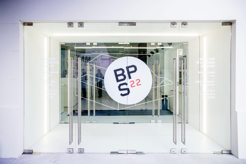 Entrada del edificio del BPS22
