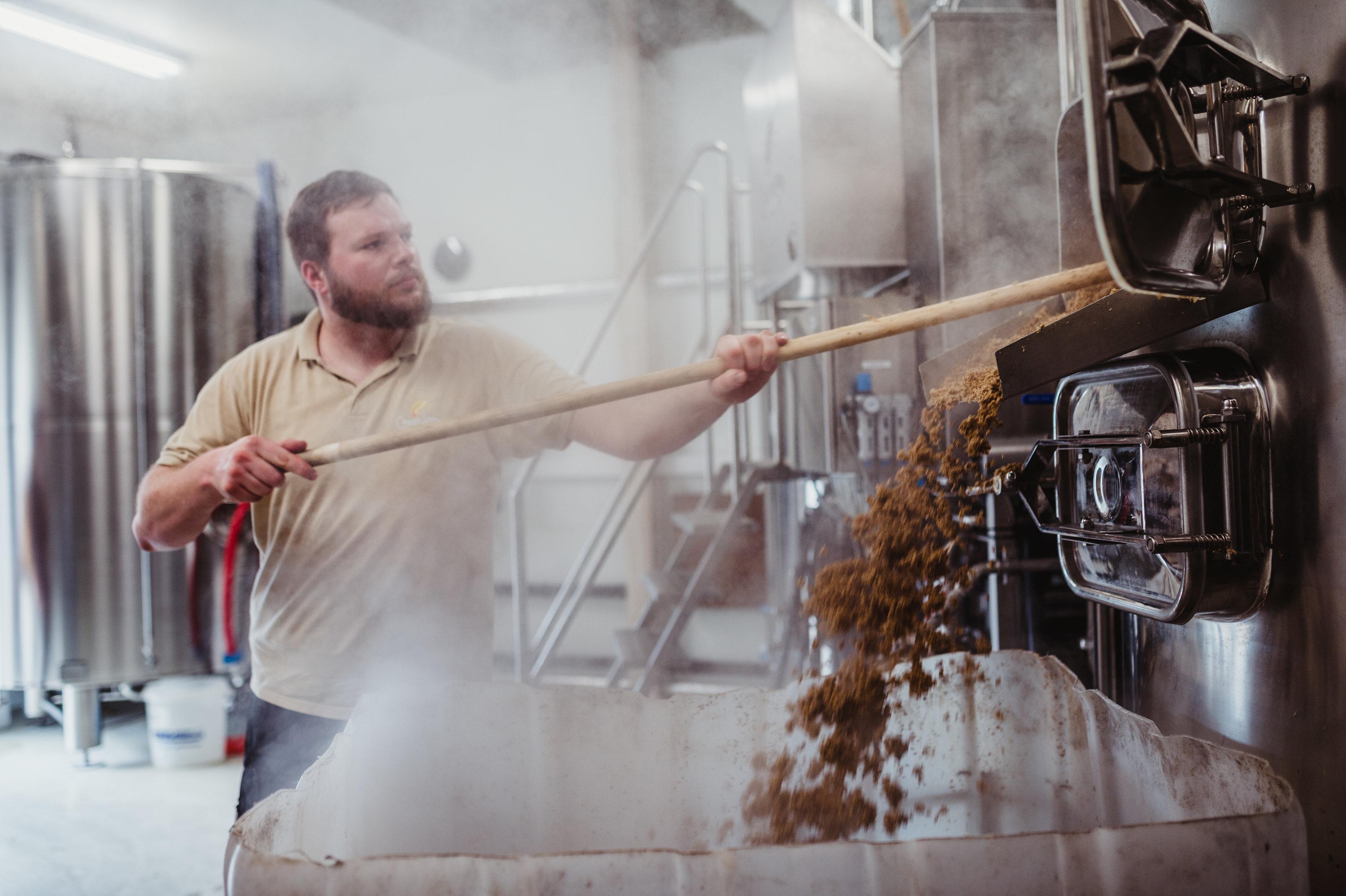 Brasserie du Grain d'Orge - Vue d'un brasseur au travail