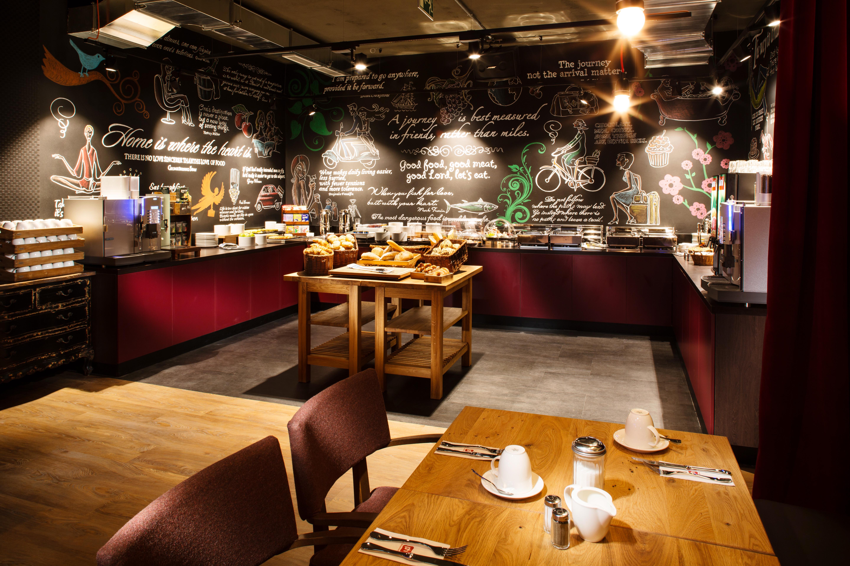 The breakfast room at Pentahotel Liege