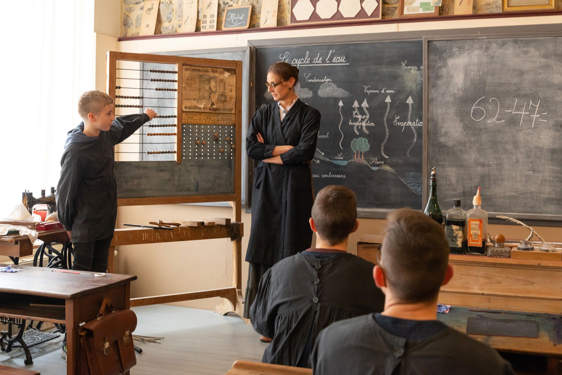 Ecole d'Autrefois - boulier-compteur - Espace Arthur Masson - l'Ardenne d'autrefois