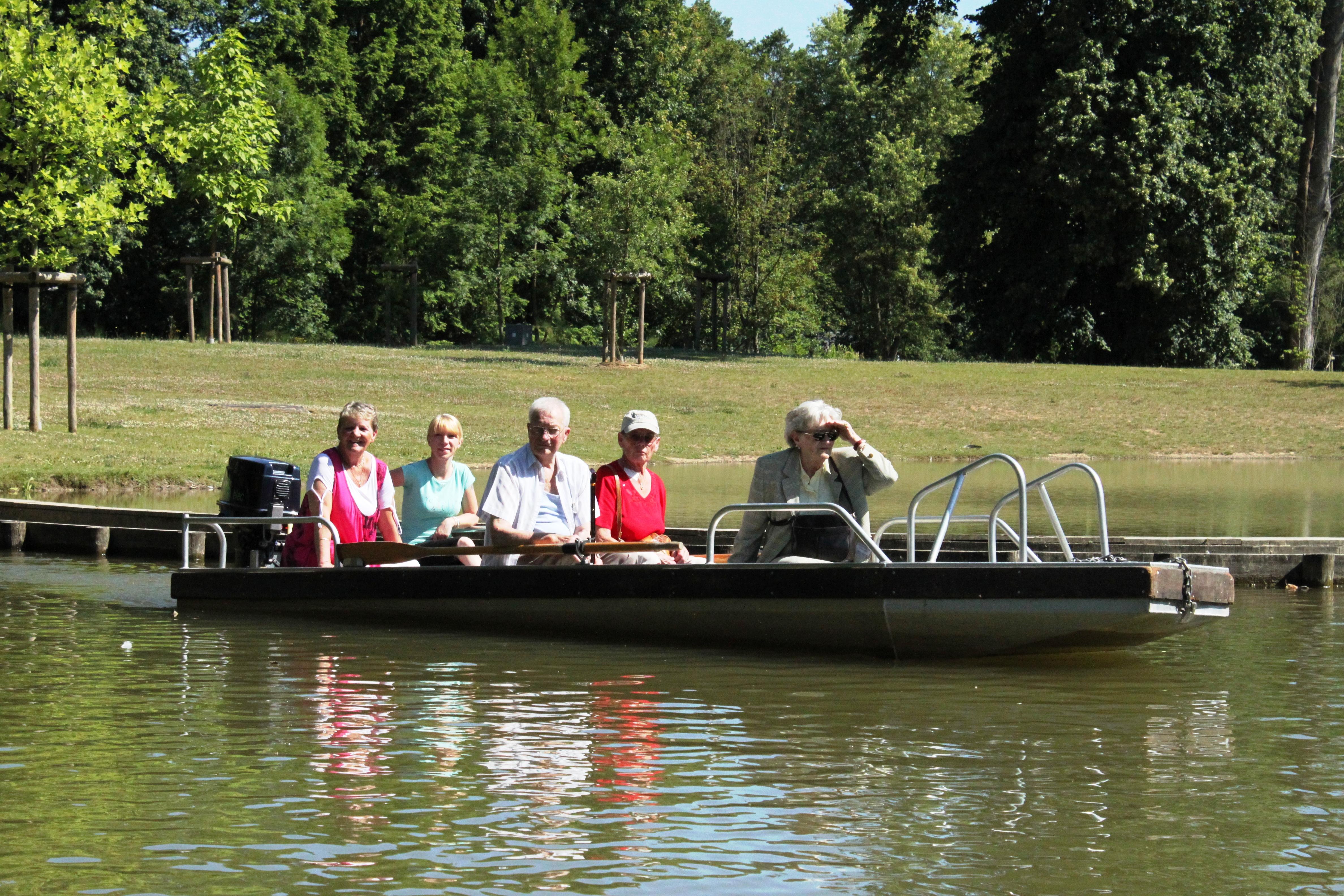 Jardines O de Nismes, visita ecológica en barcas eléctricas