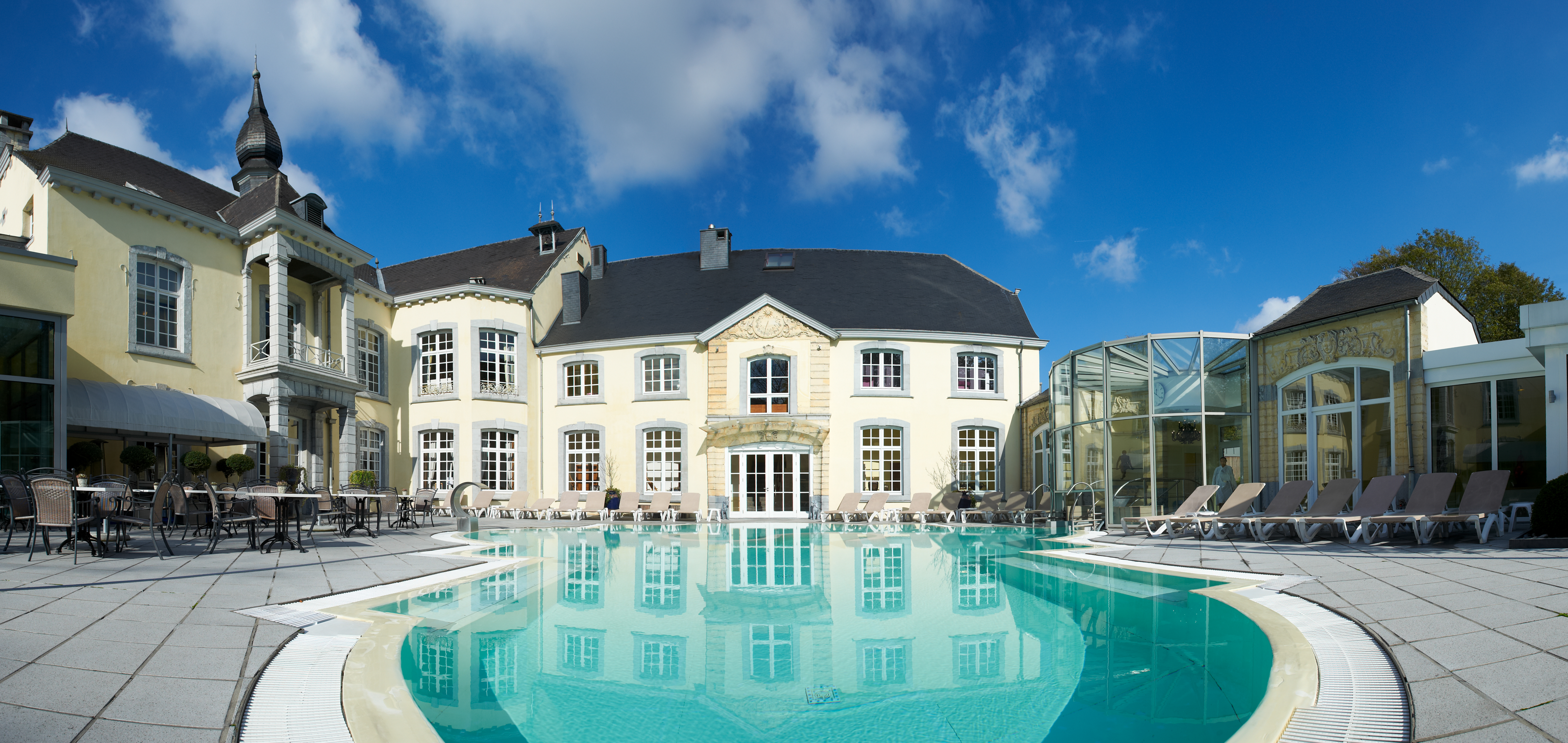 Enjoy the Château des Thermes thermal water in Chaudfontaine