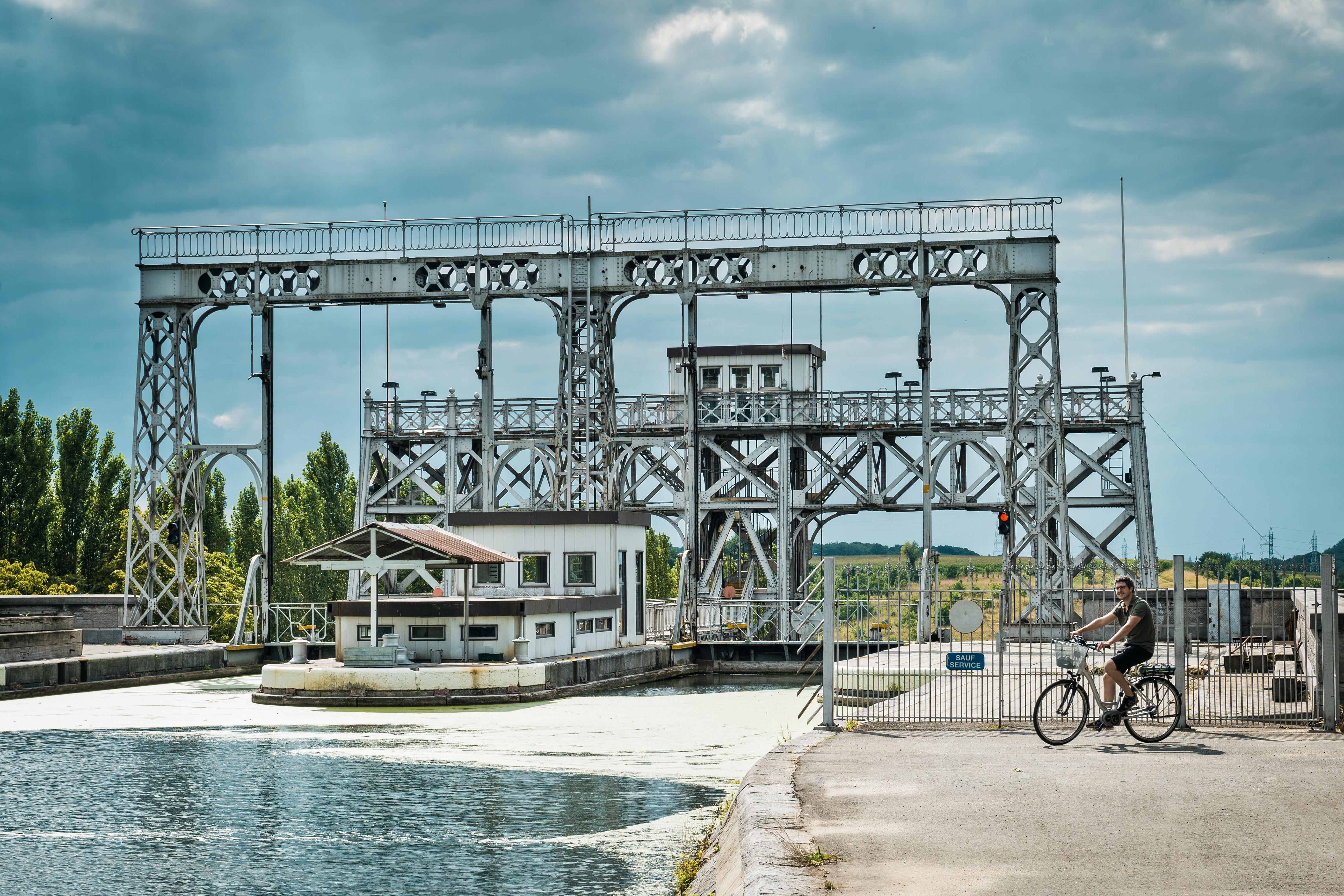 Canal du Centre historique - Ascenseur hydraulique no4 à Thieu - UNESCO - Vélo