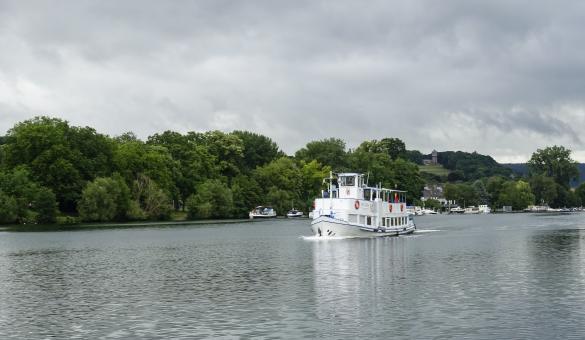 Bâteau sur la Meuse entre Namur et Dinant