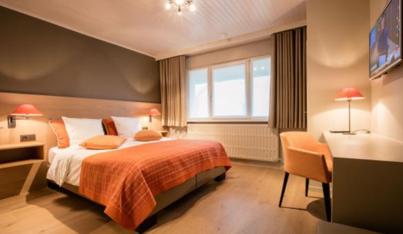 Hôtel & restaurant - La Chaumière du Lac - Robertville - 10 chambres doubles - terrasse - jardin