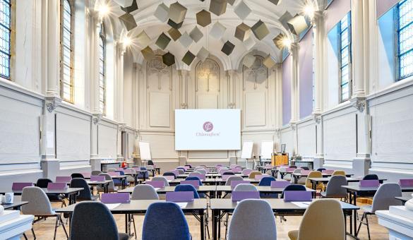 Salle de séminaire dans l'ancienne chapelle à l'Abbaye de la Ramée en Wallonie