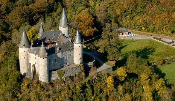 Kom het kasteel van Celles-Vêves bezoeken