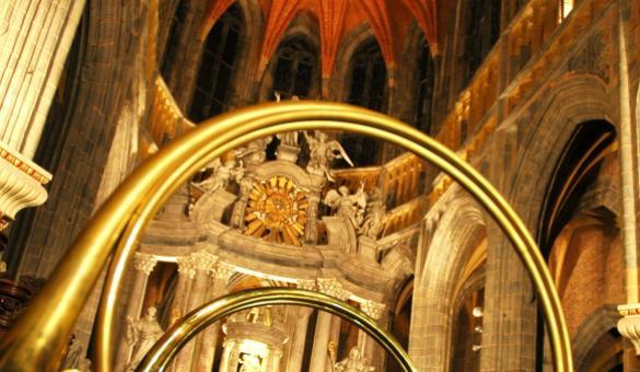 Le cor de chasse and interior of the Saint-Pierre basilica à Saint-Hubert