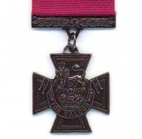 British Victoria Cross - Crimson Ribbon - croix de Victoria - distinction - militaire - suprême - armée britannique - Commonwealth
