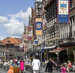Grand-Place - Tournai - Magasins - terrasse - café