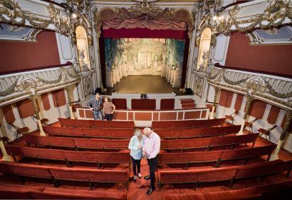 Château de Chimay - Visite - Théâtre - Média - presse Partenaire - Bâtiment historique - Couple mature - Chimay