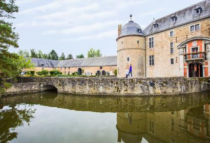 Le Château de Lavaux entouré d'eau