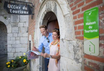 Maison du Tourisme - Office du tourisme - Huy - information - mur couple - péron