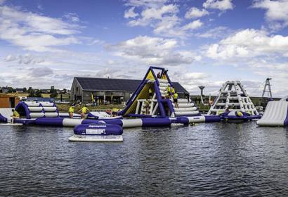 Aquapark en château gonflable géant