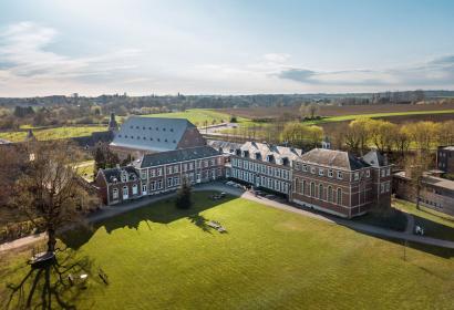 Vue aérienne de la ferme de l'Abbaye de la Ramée à Jodoigne
