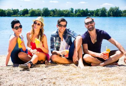 Plage - lac - amis - été - Wallonie Terre d'Eau