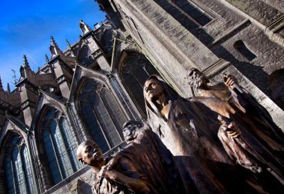 Vue extérieure de la Cathédrale de Tournai - Groupe des aveugles