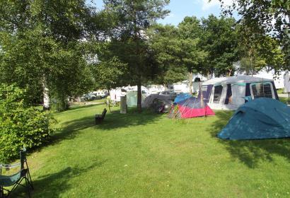 Camping - Les 3 Sources - Bièvre - Café - restaurant - Soirées d'animations - Sanitaires modernes - Plaine de jeux - Terrains de sport - pêcher