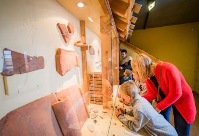 Vieux cailloux et noble pierre | Expo double à Ath