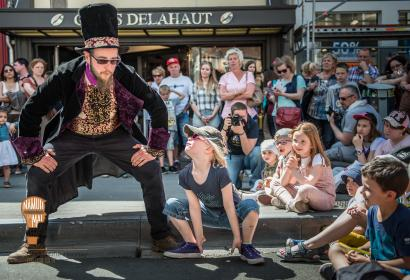 Namur en mai art spectacle de rue