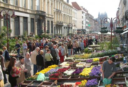 Grand_marché_fleurs_Tournai