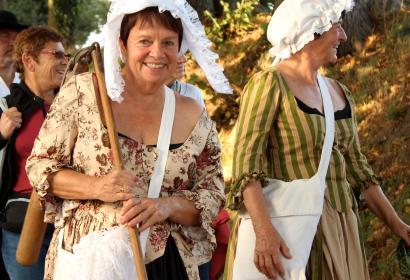 Marche des Chouans, femmes vêtues comme au 18ème siècle