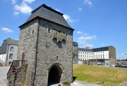 Vue sur la la Porte de Trèves à Bastogne