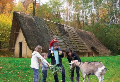 Préhistomuseum - Ramioul - niños - cabra - techumbre