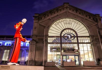 Statue de Spirou à la gare de Charleroi-Sud