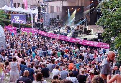 Scène d'un festival avec public