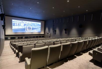 Auditoire avec écran pour vos événements d'affaires à Charleroi