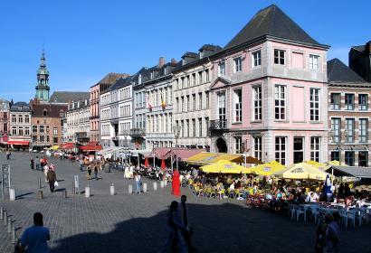 Vue sur la Grand Place à Mons