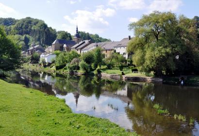 Promenez-vous le long de la Semois dans le village de Chassepierre