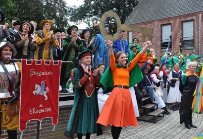 Fête - Hurlus - Mouscron - groupes folkloriques - artisans