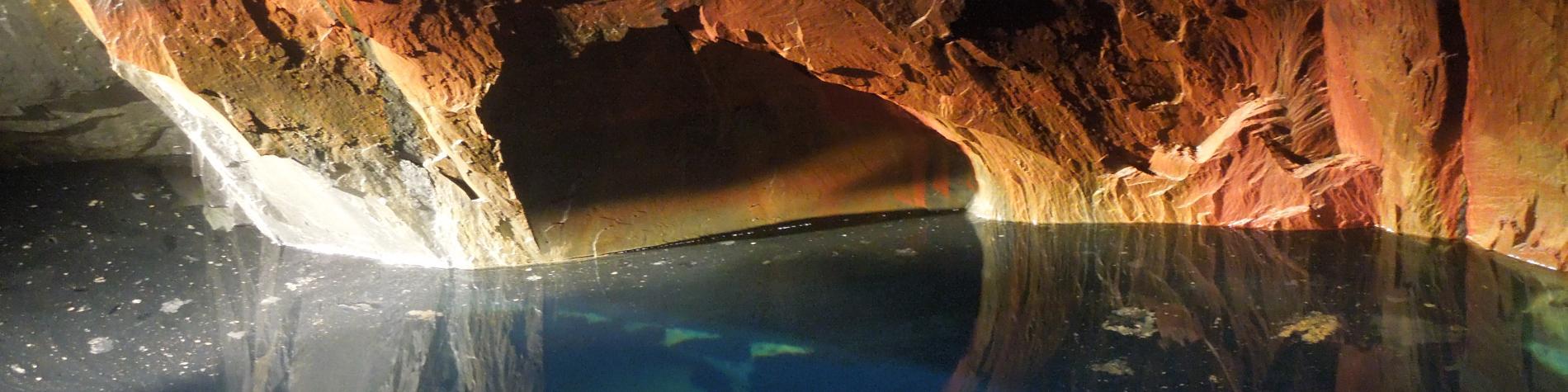 Galerie souterraine de l'ancienne ardoisière d'Alle-sur-Semois.