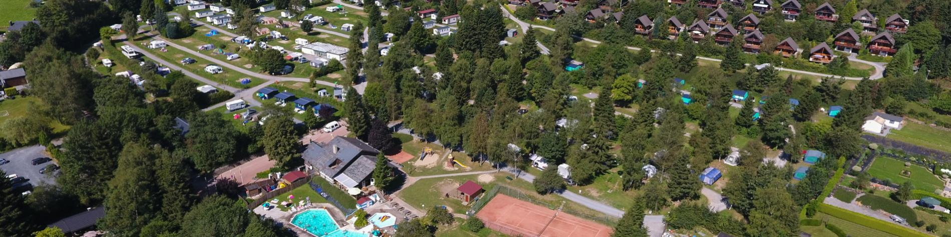 Vue du ciel du camping Petite Suisse à Dochamps