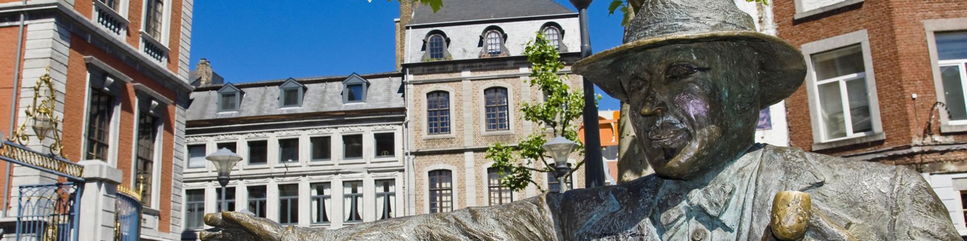 Liège - Statue - Georges Simenon - Place - Commissaire Maigret - Roman policier