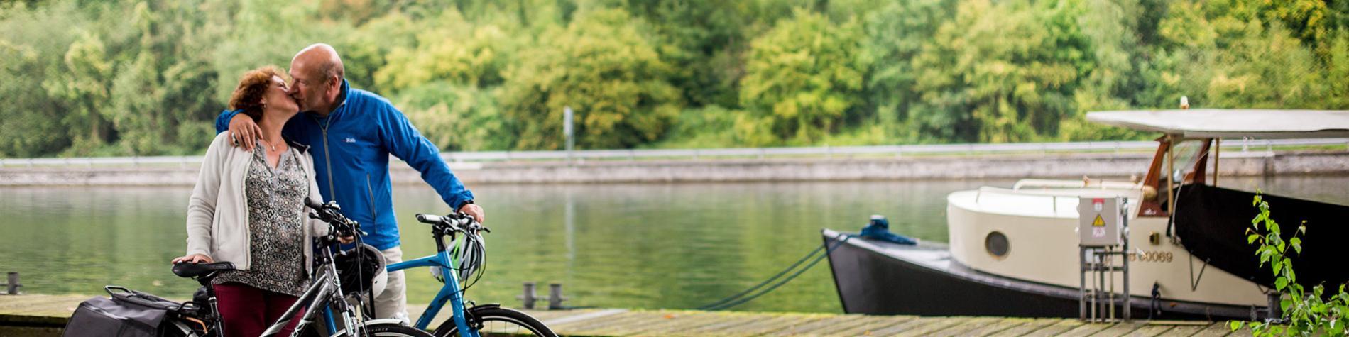 Anseremme - Meuse - Vélo - couple mature - bateau