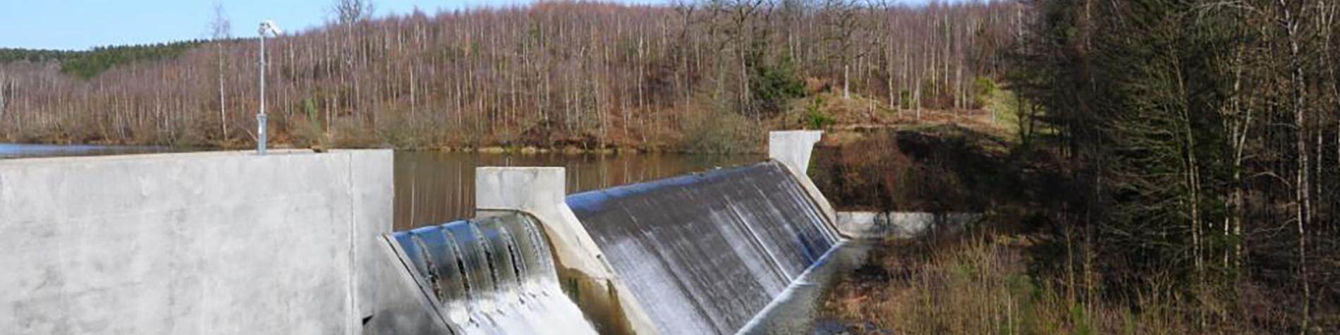 Lac et barrage de la Vierre à Suxy - Gaume