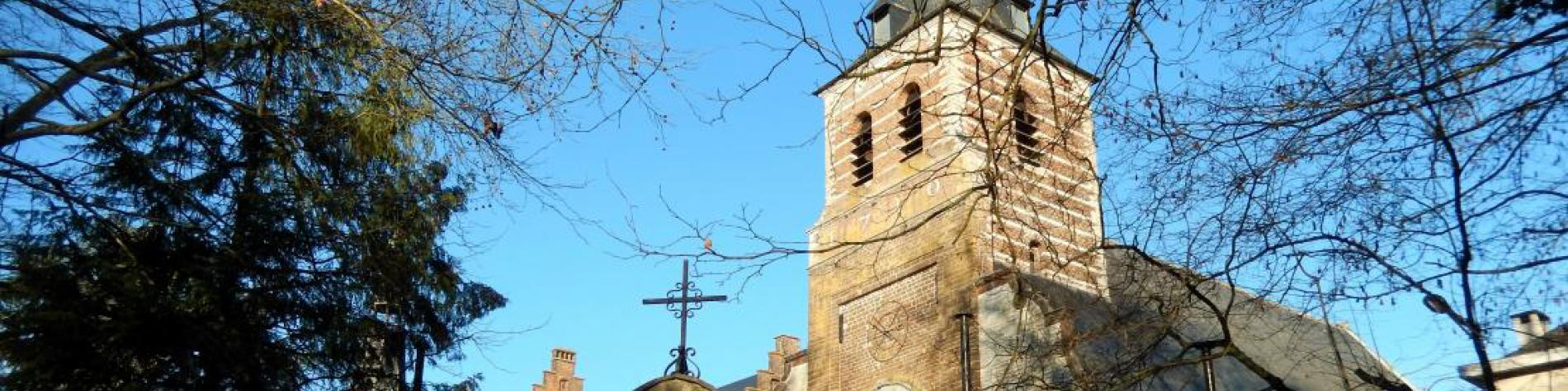 Vue sur le Portique avec en arrière plan la Basilique Notre-Dame de Basse-Wavre