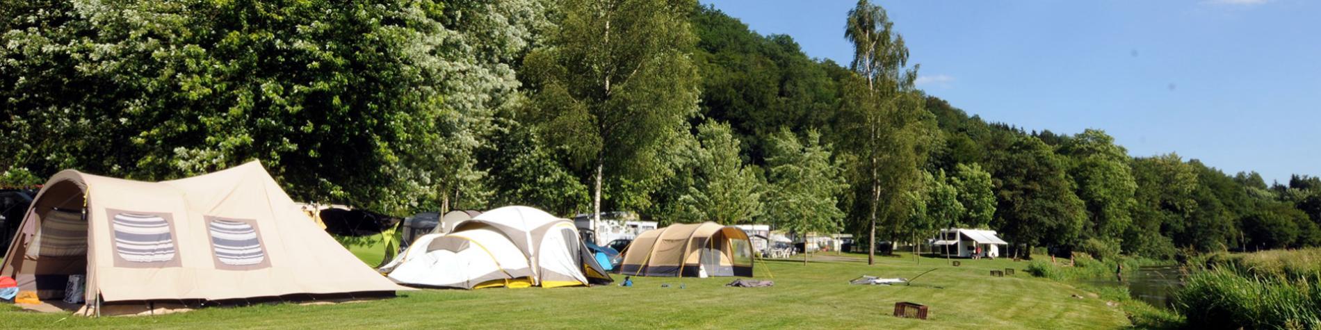 Camping - Saint-Remacle - Cugnon - emplacements avec prise de courant - aire pour motorhomes - plaine de jeux - taverne - boulangerie - service de rôtisserie