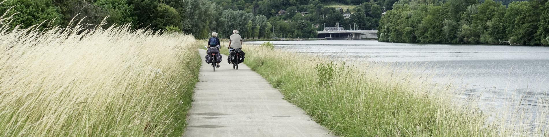 2 vélos le long de la Meuse entre Namur et Dinant