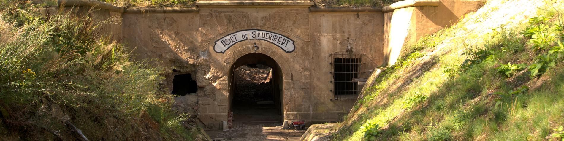 Une porte d'entrée du Fort de Héribert à Wépion