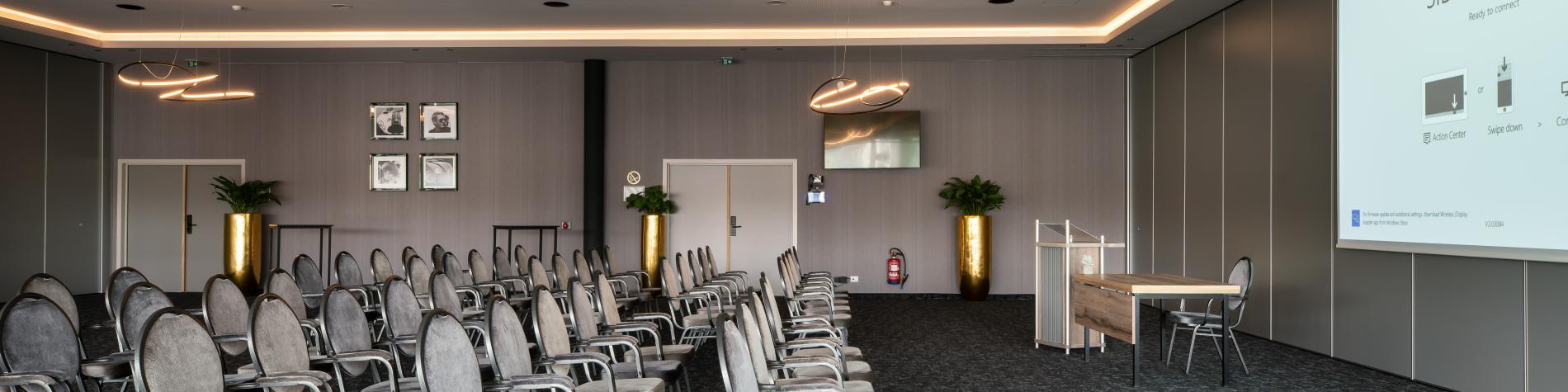 Salle de réunion avec projecteur du Van der Valk Nivelles-Sud, hôtel, MICE, Wallonie
