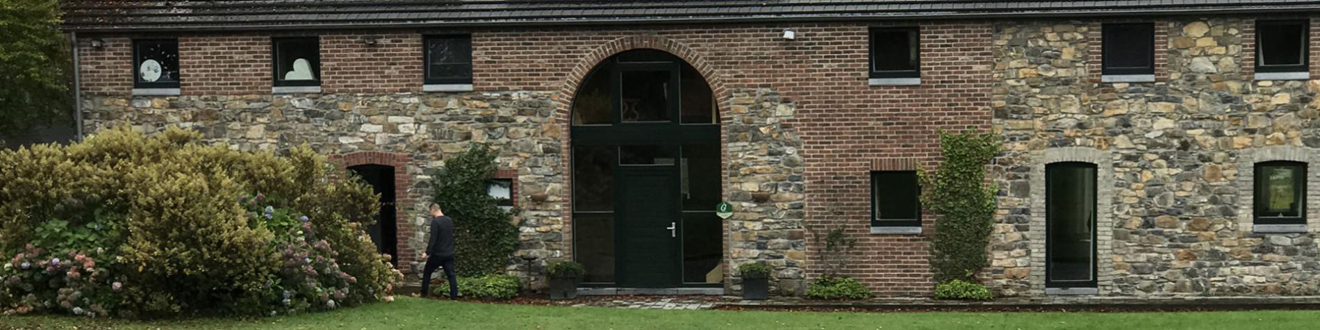 La Fohalle - Gîte rural - Stavelot - Cuisine équipée - Grande salle de séjour - Petit salon - feu ouvert - télévision - Buanderie - Toilettes