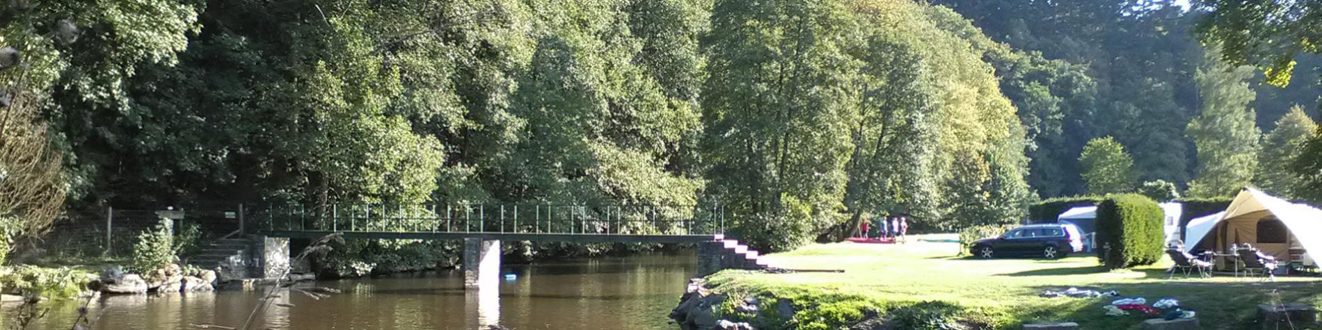 Camping - Pont de Berguème - Tenneville -63 emplacements - tentes - caravanes - chalets - aire de jeux pour enfants - cafétaria - terrains de jeux - pétanque