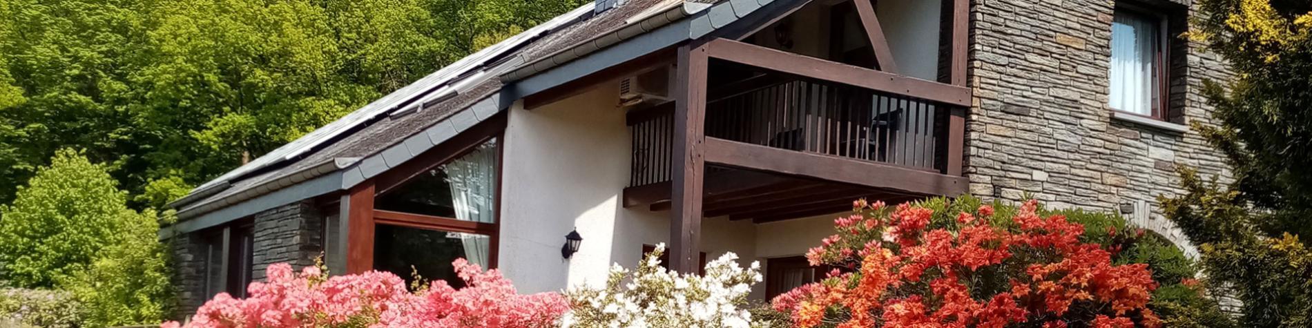 Les Hespérides - Maison d'hôtes - Herbeumont - villa moderne - Parking - Petit déjeuner