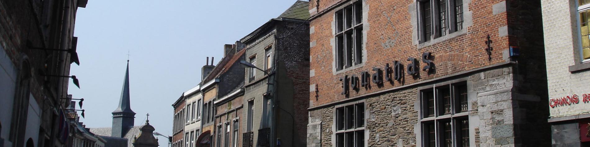 Maison Jonathas - donjon du 12è s - restauré en 1982 - Charpente 17è s - Architecture militaire - Enghien - Tapisserie