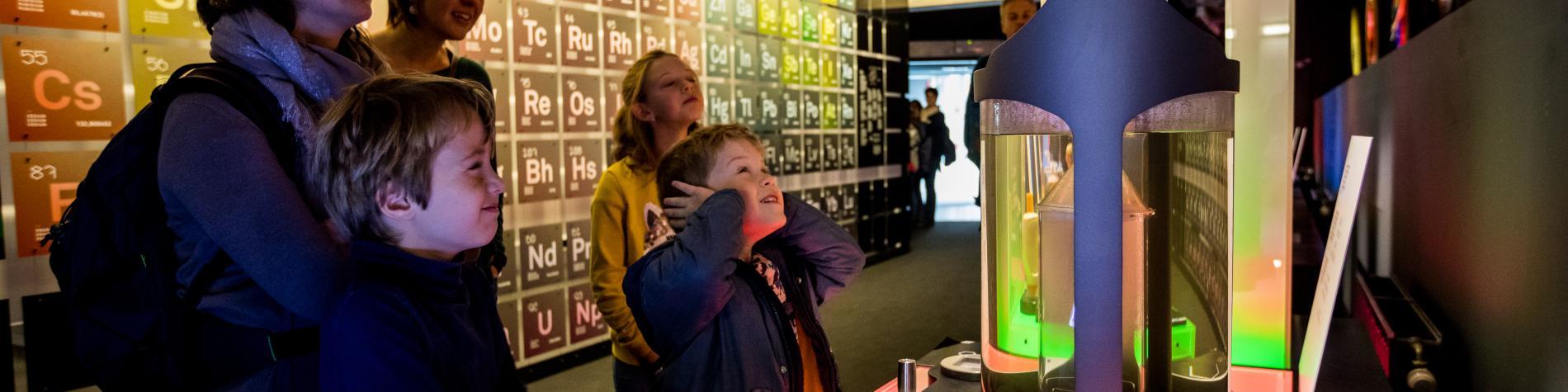 Un enfant teste une expérience du Pass à Frameries